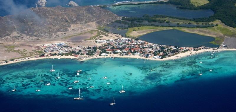 Vista panorámica de la Isla Gran Roques, Los Roques, Venezuela - Artinsa, arte y cultura de Venezuela para el Mundo