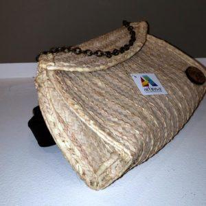 Cómodo, práctico y original bolso o cartera 100% artesanal, con material de cogollo / mapire, con cadena, intervenido, artesanía hecha en la hermosa y turística Isla de Margariteña (La Perla del Caribe).