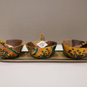 Espectacular artesanía de juego de salseras en su bandeja, set de tres tazones de madera artesanal hechos en Venezuela y pintados por artesanos Margariteños