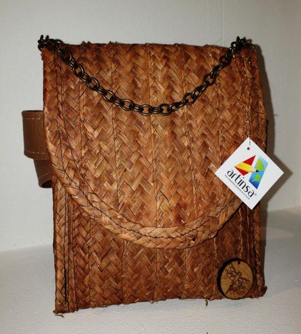 Cartera artesanal de Venezuela - tamaño mediano con cadena de bordes ovalados, realizada por margariteños empleando mapire y cogollos