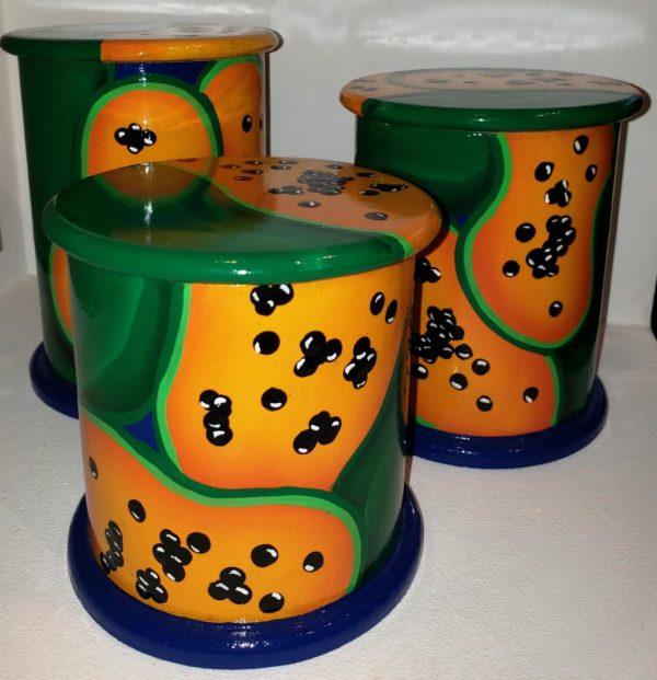 Juego de tres (3) Envases artesanales venezolanos ideales para guardar cafe, azucar sal y otras especies. Fabricado por artesania manana, e intervenido localmente, pintura a mano.