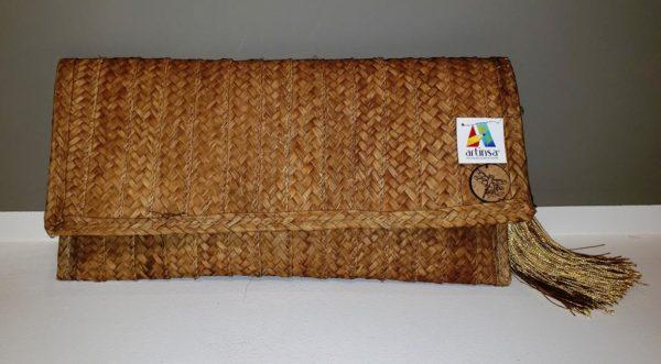 Artesanía de Monedero o billetera artesanal en Venezuela - Fabricada por margariteños con estilo Bari - color dorado, ligera, cómoda y fácil de llevar