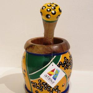 Espectacular mortero artenal típico de la cultura gastronómica de Venezuela, pieza artística con diseño de lechosa (papaya)