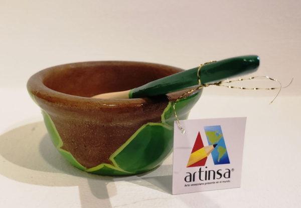 Diseño de salsera o platos hondos artensales, realizados en madera de alta calidad, exclusiva pieza de artesanía con diseño frutal de Palmas