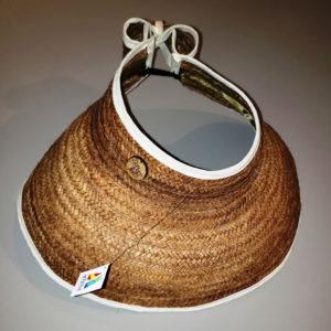 Artesanía venezolana, pantalla o visera artesanal en tono oscuro con bordes blancos, estilo tropical para playa, cómoda y práctica, hecha con mapire o cogollo