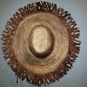 Espectacular sombrero Bari Artesanal de Venezuela con amplia protección para el sol. Totalmente tropical con bello diseño de artesanía venezolana.